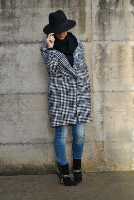 outfit cappotto oversize e cappello fedora how to wear fedora hat oversize coat how to wear oversize coat best outfit 2015 outfit più belli del 2015 outfit inverno 2015 outfit estate 2015 look più belli del 2015 best dresses 2015 mariafelicia magno fashion blogger colorblock by felym fashion blog italiani fashion blogger italiane blog di moda blogger italiane di moda fashion blogger bergamo fashion blogger milano fashion bloggers italy italian fashion bloggers influencer italiane italian influencer  outfit 2015 street style best street style 2015