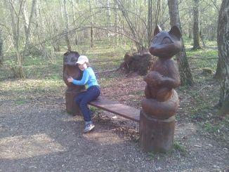 Резные фигуры в парке Лосиный Остров