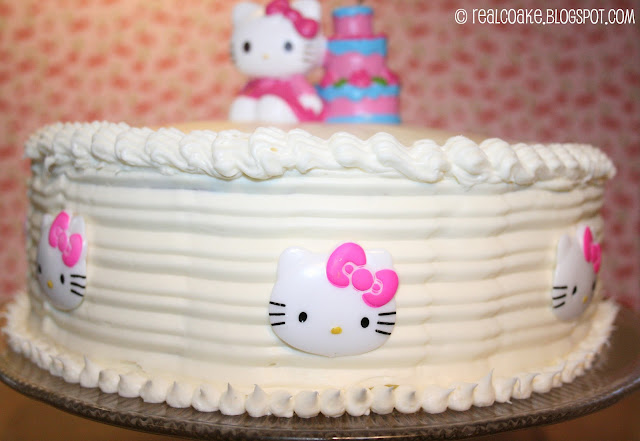 Cute ideas for a Hello Kitty Birthday Party. Ideas for a slumber party, invitations, and cake. #Birthday #HelloKitty #Party