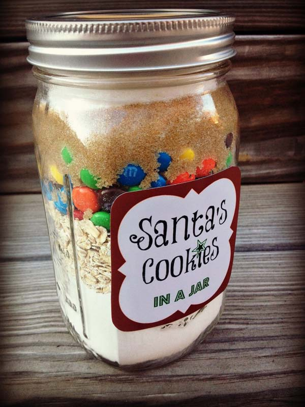 http://www.culdesaccool.com/2012/11/14/5-diy-holiday-baked-gifts-in-a-jar-with-free-printable-recipe-tags/