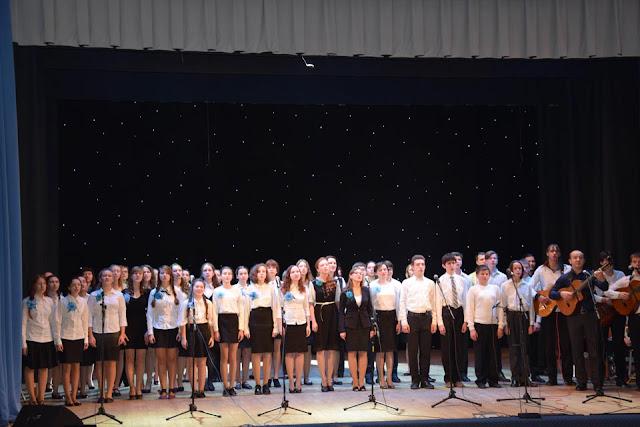 22 ноября на сцене Образовательно-досугового центра «Октябрь» с большим успехом прошёл концерт студии авторской песни «Журавлиная родина».