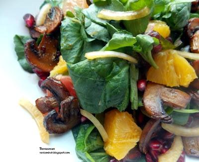 Салат с шампиньонами, цитрусовыми и гранатом