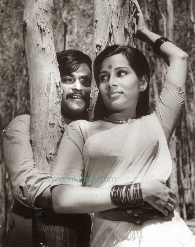 Super Star Rajinikanth & Fatafat Jayalaxmi in 'Mullum Malarum' Movie