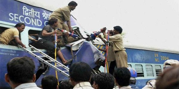 train-accident-andhra-pradesh-india-लॉरी से भिड़ी नांदेड़ एक्सप्रेस, विधायक समेत छह की मौत