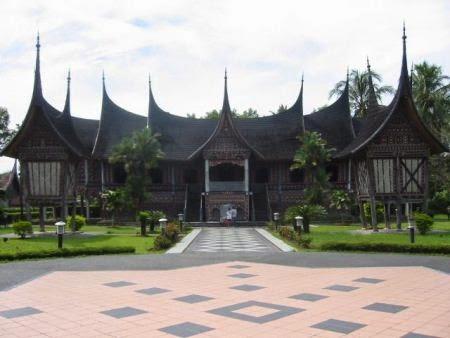 Museum Adityawarman : tempat wisata sejarah dan budaya di padang