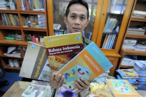 Implementasi Kurikulum 2013 masih terkendala distribusi buku dan pelatihan guru.