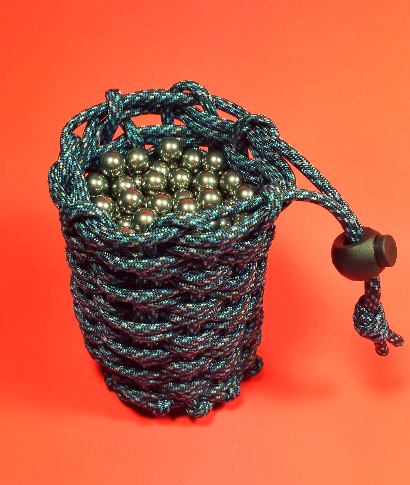 My Favorite Stripper: Paracord Pouch