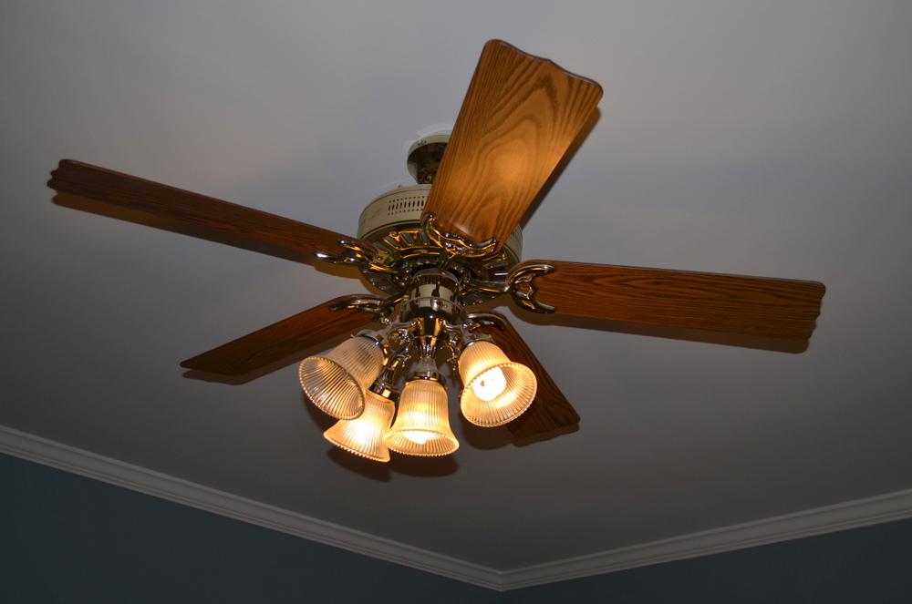 I Had Seen A Few Diffe Ceiling Fan Makeovers That Pretty Much All Involved Disassembling The Completely And Spray Painting It