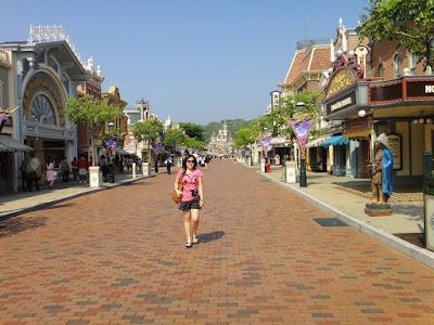 Feeling Hollywood Vibe at Hong Kong Disneyland