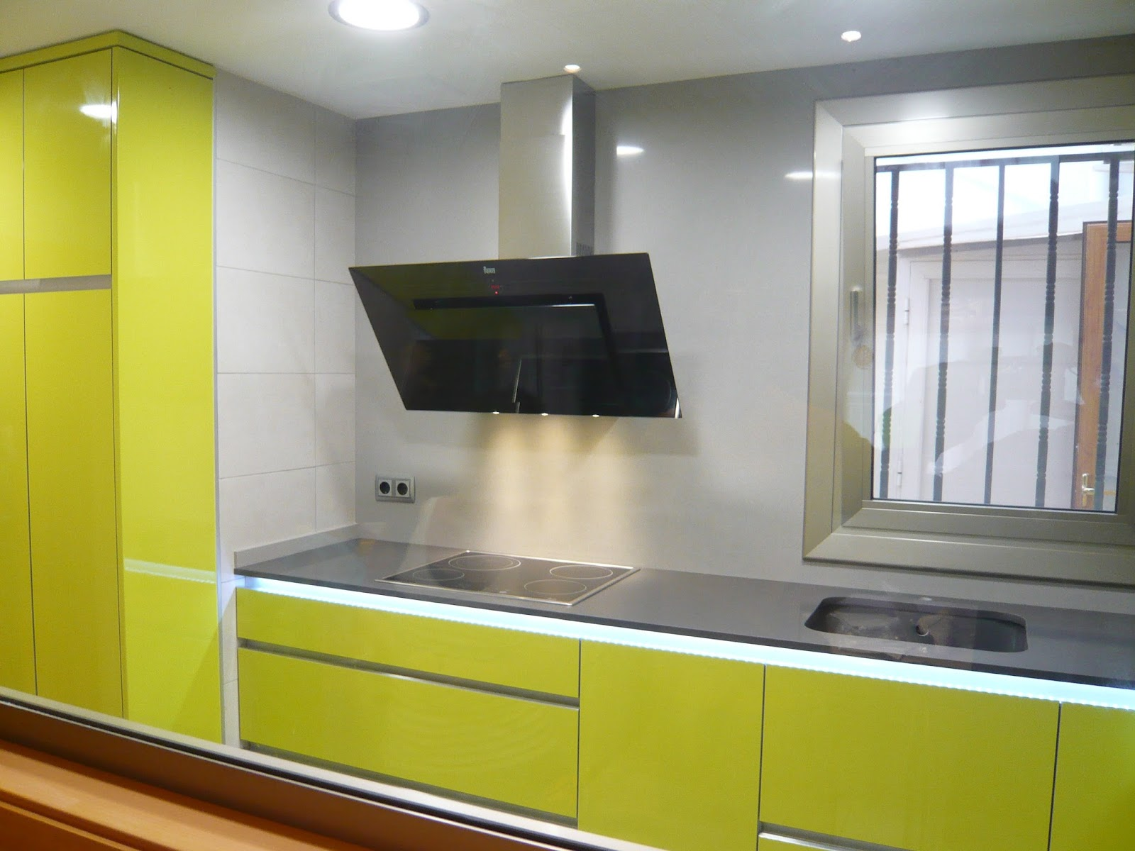 Reuscuina mueble de cocina verde pistacho sin tiradores - Tiradores de muebles de cocina ...