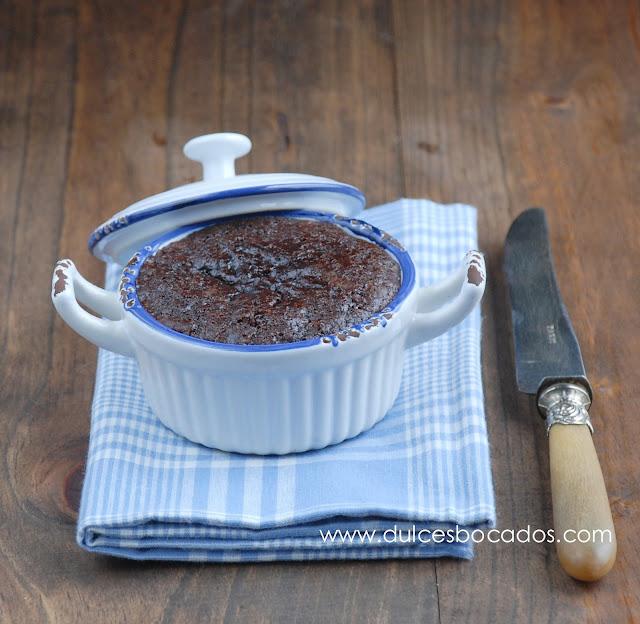 Bizcocho de chocolate con tahina y cayena