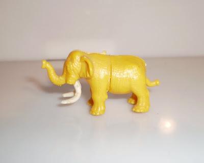Megint egy műanyag játék elefánt