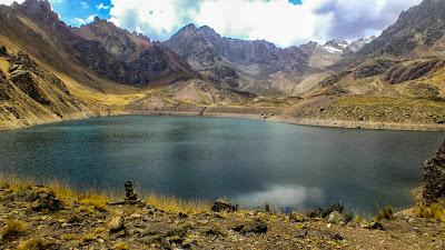 montaña_paisaje_trekking_hiking_laguna_rapagna_lima_chosica_huarochiri_peru
