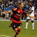 Flamengo vence Vasco com noite inspirada de Rafinha