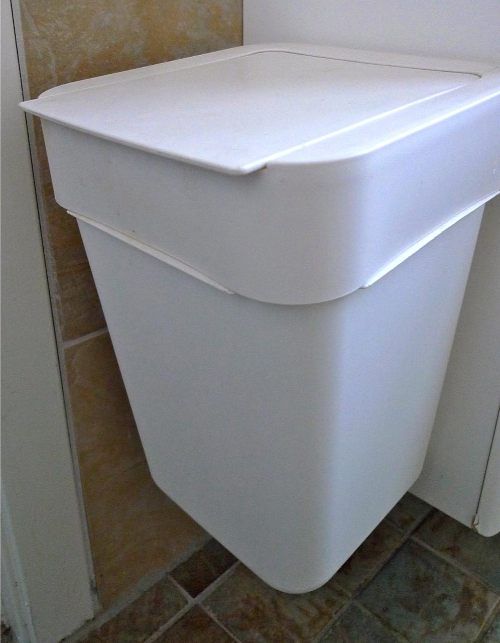 FIBBE PLASTIC TRASH BINS