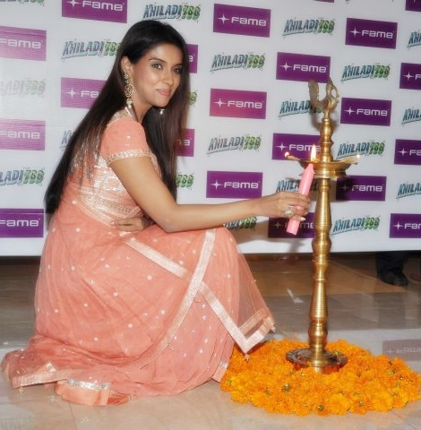 Asin at Khiladi786 promotion