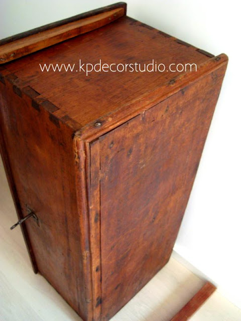 Baúles restaurados de madera antiguos. restauración de muebles antiguos en valencia