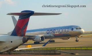AA+and+Delta+planes+at+JFK+(3).JPG