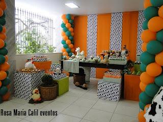 festa infantil, decoração laranja verde, decoração branca preta, bichos de pelúcia, fazenda