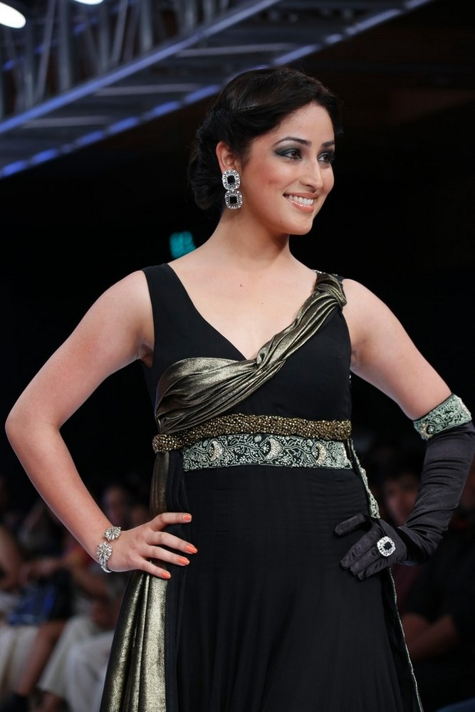 Cute yami gautham on the ramp