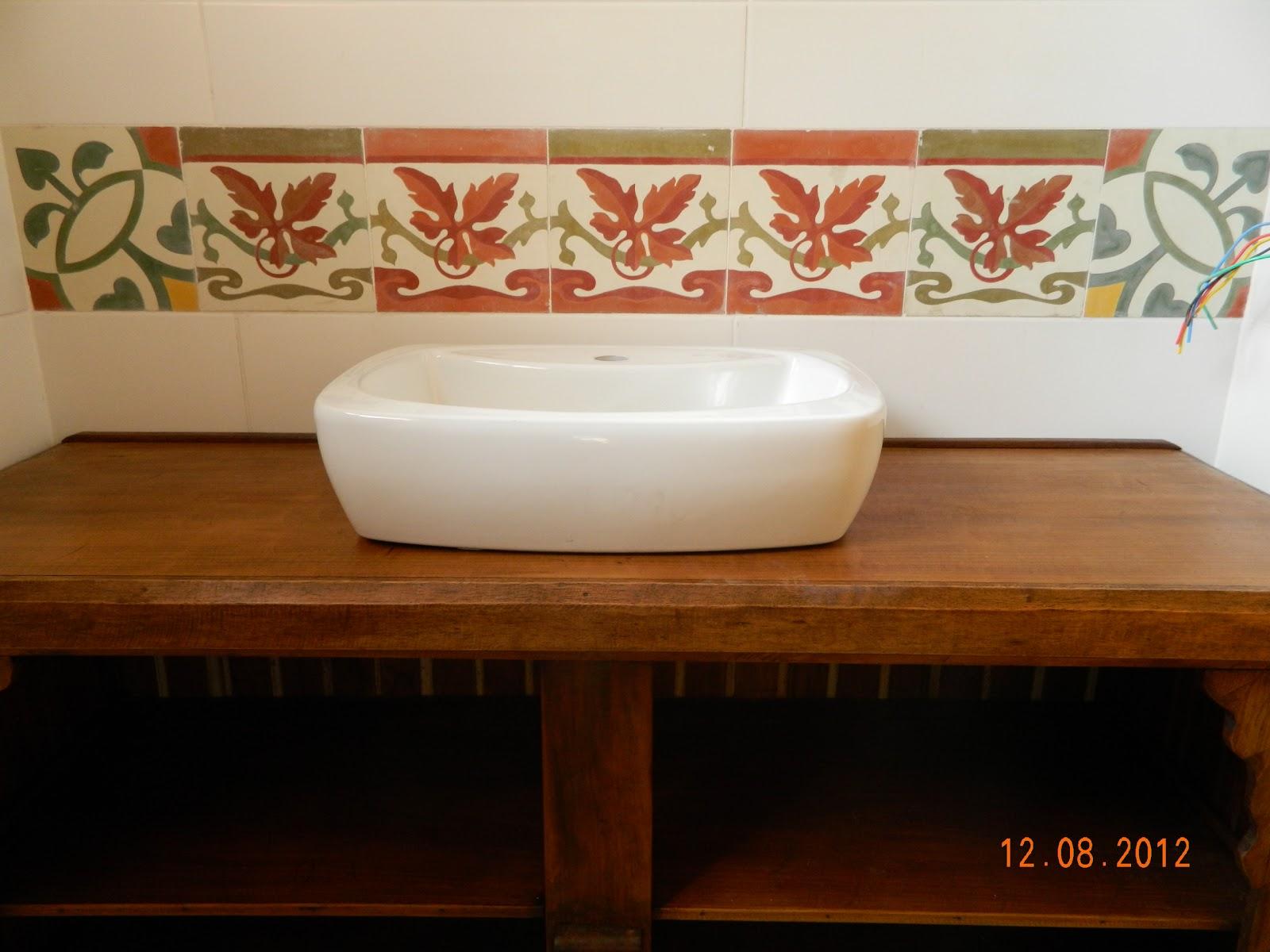 Reinventando e reciclando: Balcão para banheiro  #180A02 1600x1200 Balcao Banheiro Rustico