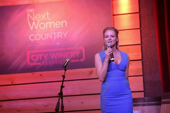 Clearly unique! The singer, Jewel shared her great statement on the CMT Next Women of Country at City Winery, Nashville before headed to the Meredith Vieira Show.