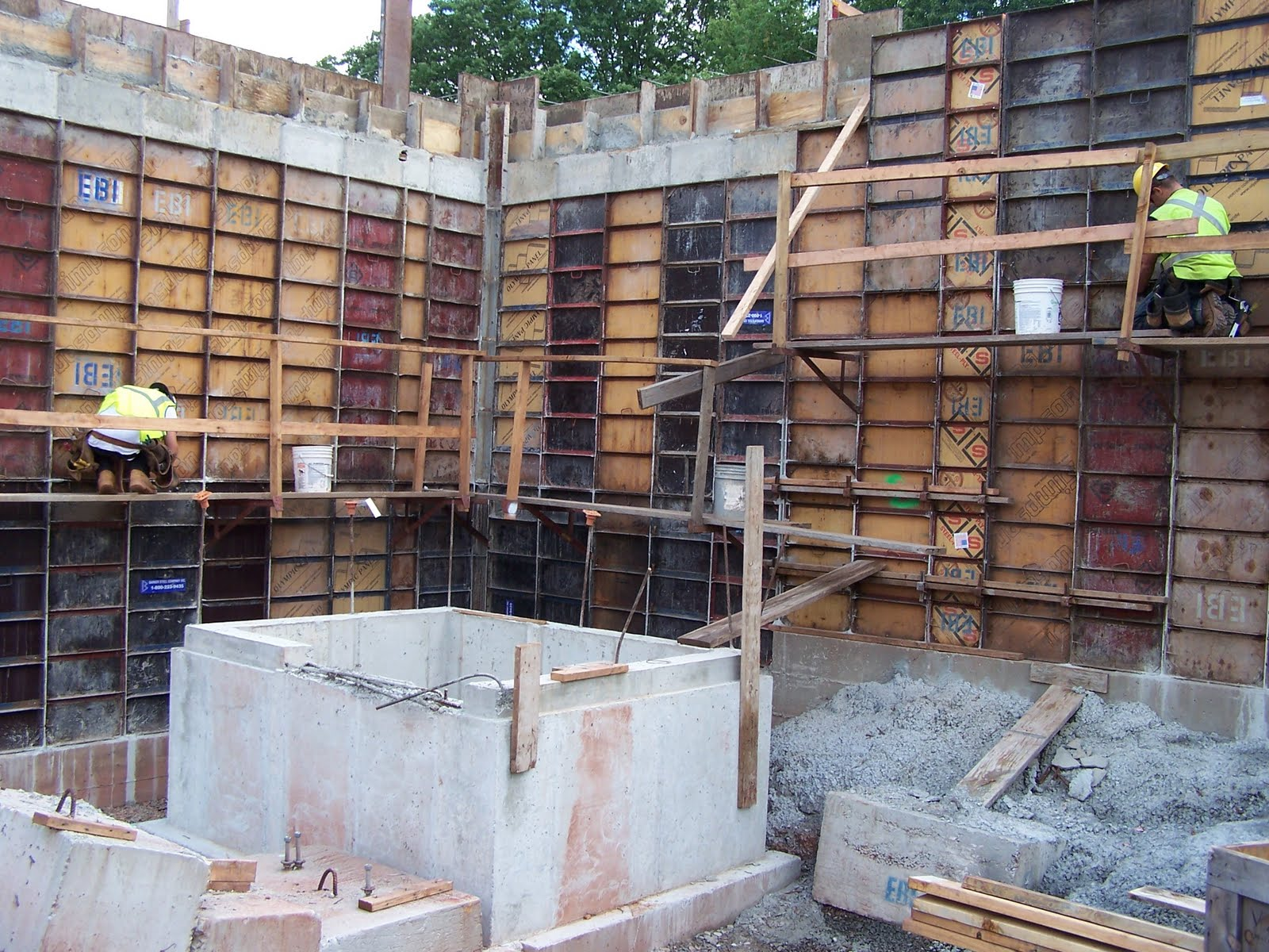 Sustainable building construction kec week 12 for Basement wall forms