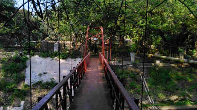 Jembatan Merah Kebun Raya