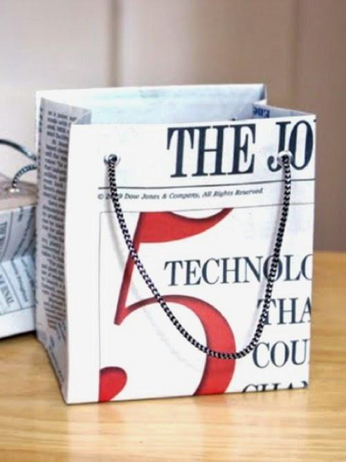 Bolsas para regalo con papel de periódico reciclado
