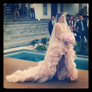 Lara Quigaman walks down the aisle in Veejay Floresca gown