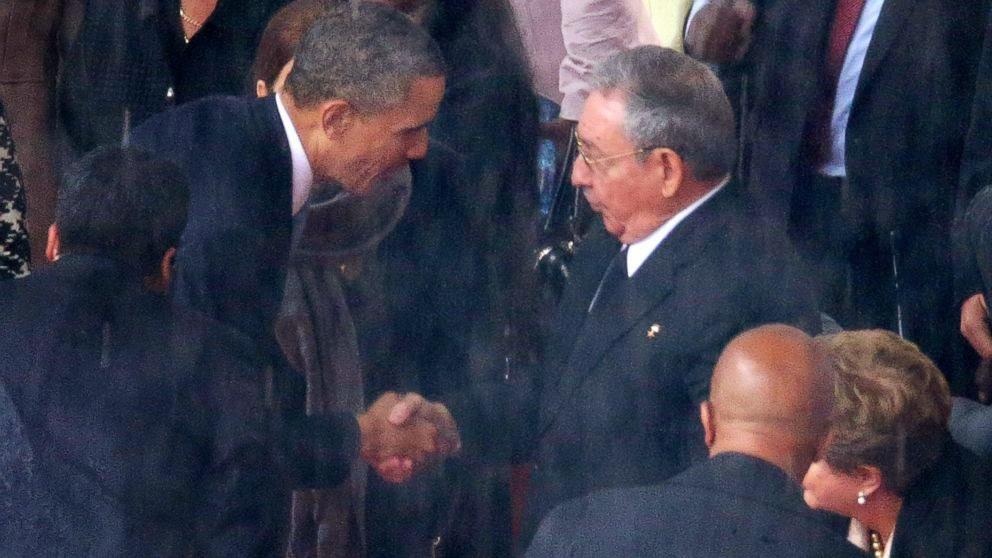 Saludo en el funeral de Mandela entre Raúl Castro y Obama