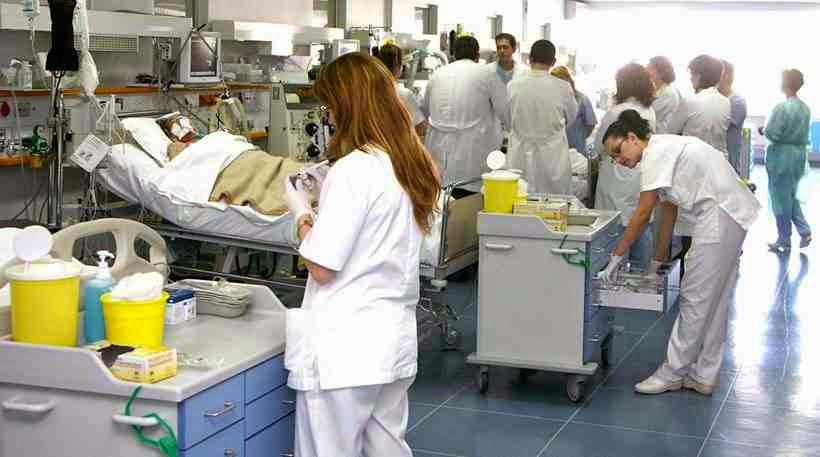 Διαλύουν το σύστημα υγείας χρεοκοπώντας τα νοσοκομεία.