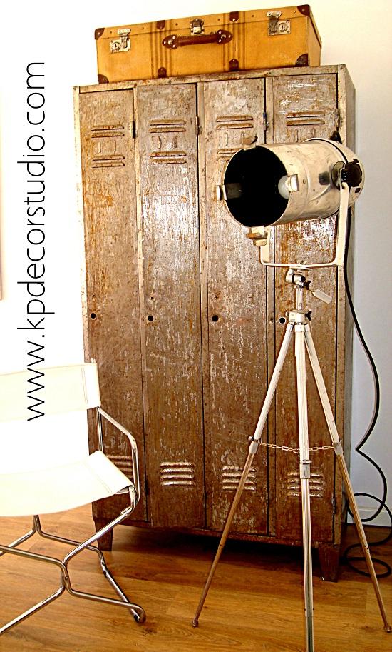 comprar lampara industrial vintage con foco de cine y tripode de fotografo. decoracion nordica escandinava en blanco y vintage