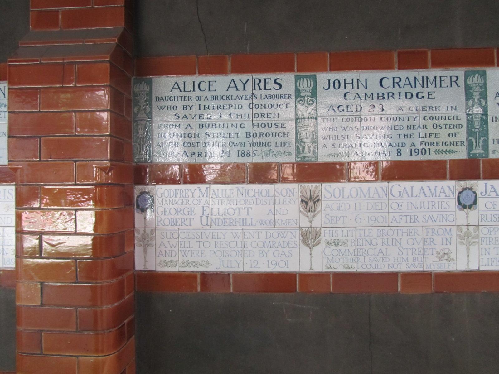 http://4.bp.blogspot.com/-L1rcAE6lxh0/TdmQJmfkjuI/AAAAAAAAAN0/6obzF1cwZdM/s1600/London+Postman%2527s+Park+plaques.jpg