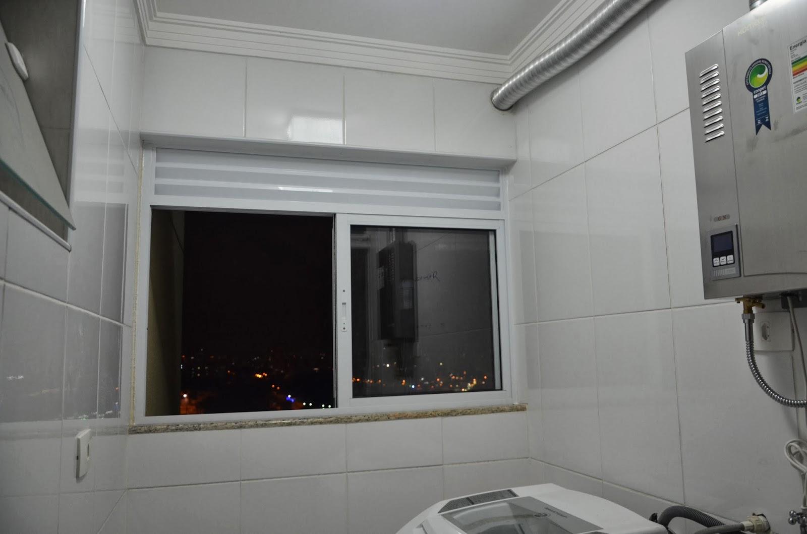 #5E4B3C Suíte Master: Luz e Janela de lavanderia 1762 Janela De Aluminio Para Area De Serviço