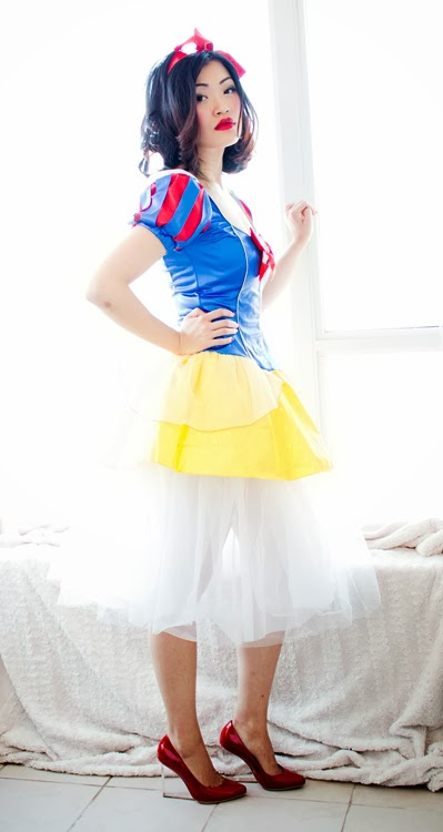 Vancouver Fashion Blogger Jasmine Zhu wearing Snow white costume, Halloween Costume