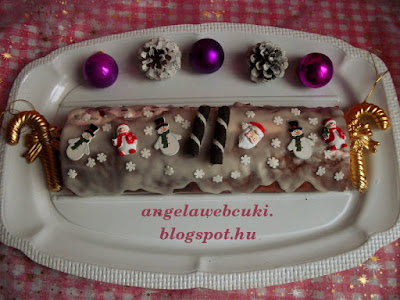 Karácsonyi tejszínes álom, túrós pudingos csokoládéreszelékes krémmel, marcipán ízű cukormázzal bevonva.
