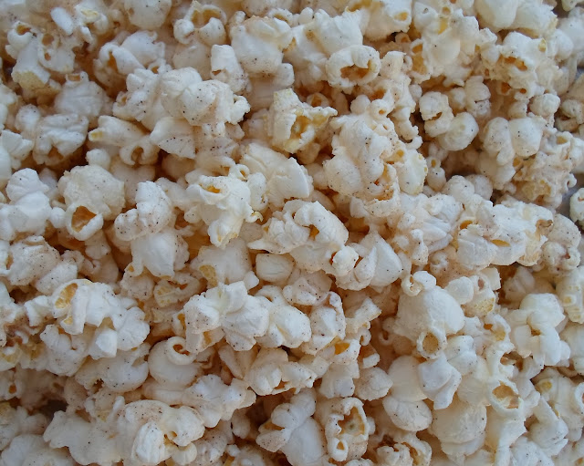 quarts popped popcorn- 1/2 C kernels using a hot air popper
