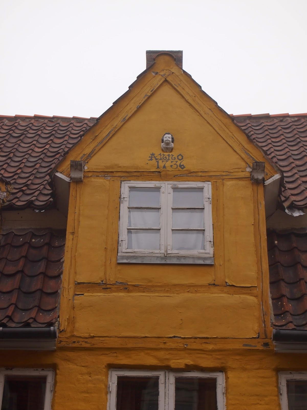 a colorful yellow house in helsingor from the 1700s