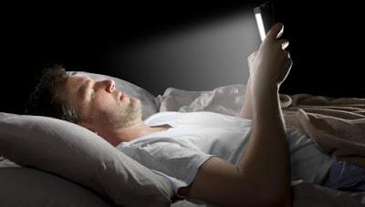 consejos para dormir bien. Apagar los móviles y demás aparatos electrónicos
