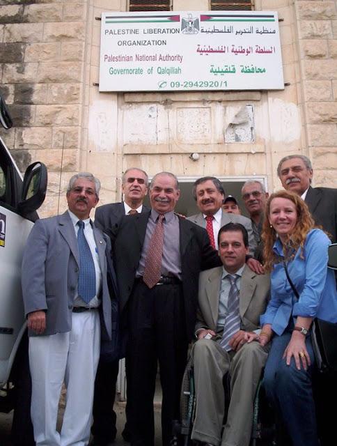 Abu Aiman, ao centro, com a delegação de parlamentares brasileiros