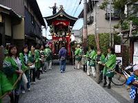 緑の法被姿は柳町の高砂山保存会