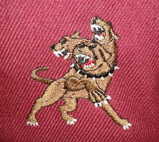 bordado perro de 3 cabezas