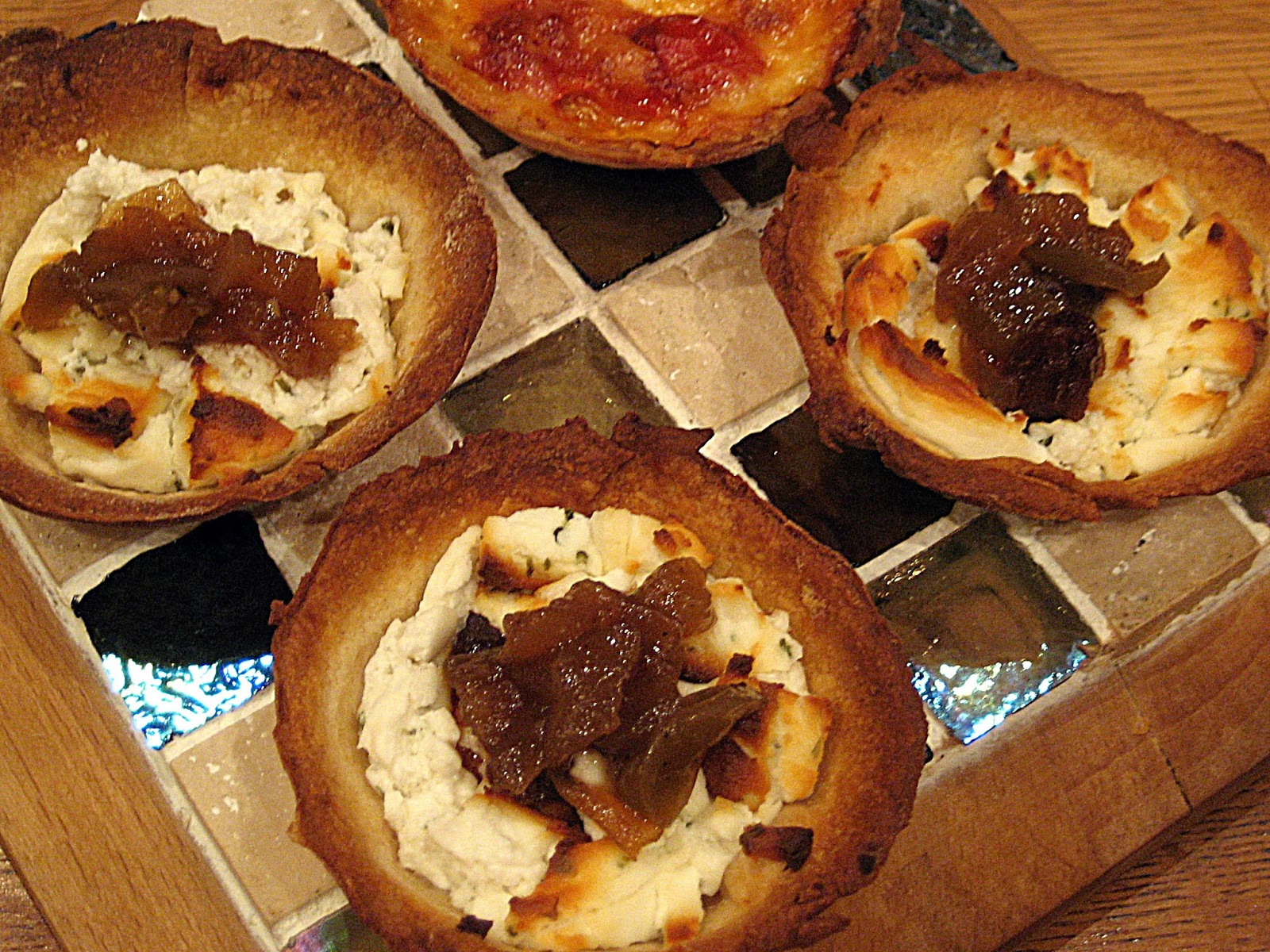 Goat Cheese, Green Tomato & Apple Chutney Tartlet - Quick recipe