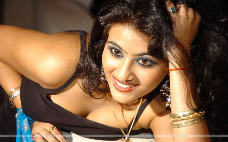 Actress Aarti Hot Stills Photoshoot images