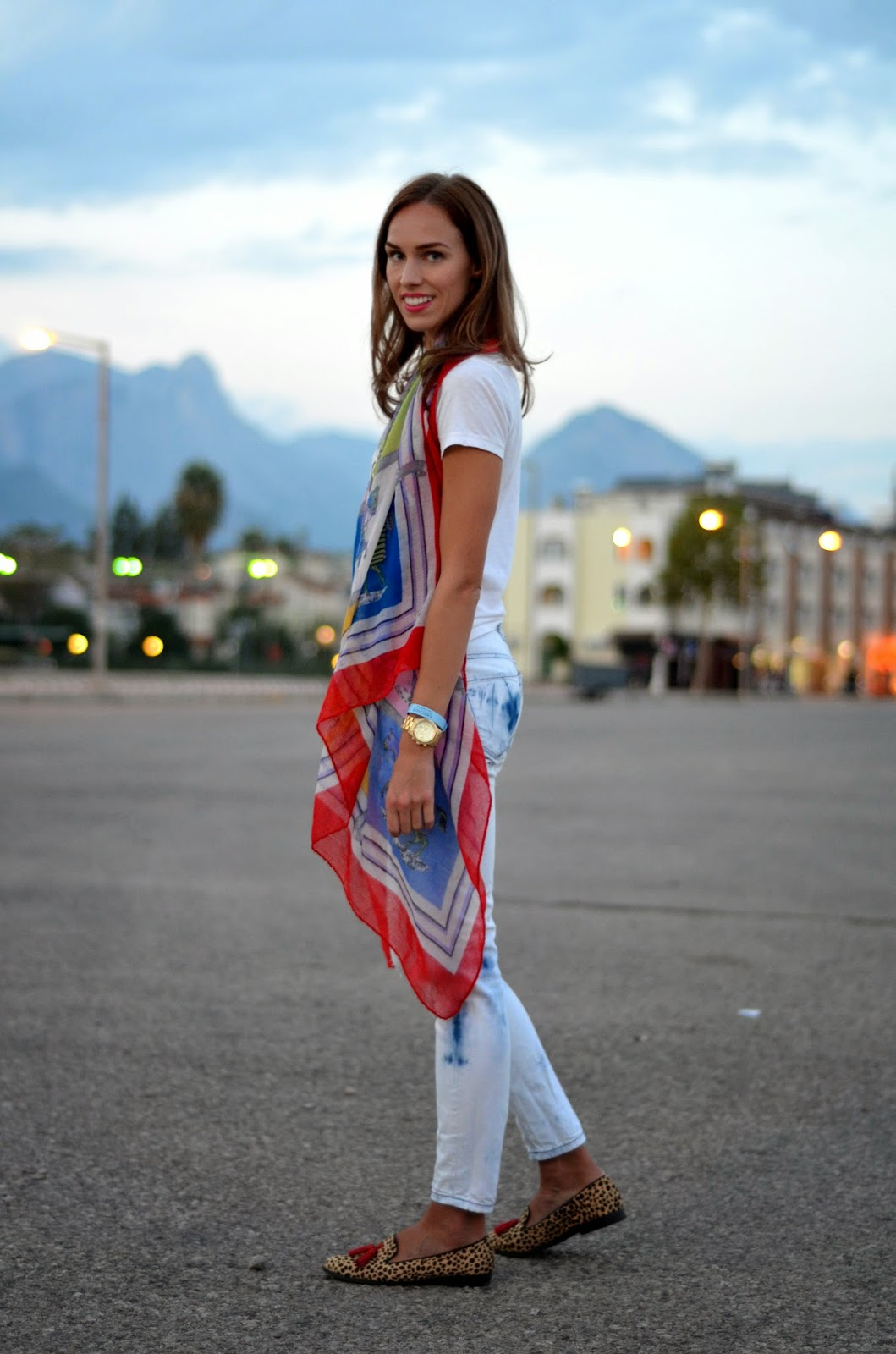 red-big-scarf-outfit-jeans-flats-kemer kristjaana mere