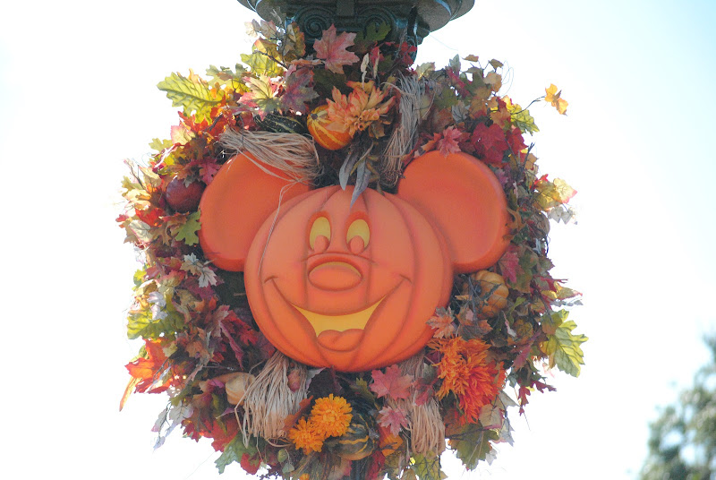 Disney World Micky Mouse pumpkin decoration
