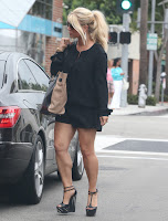 Jessica Simpson calf muscle