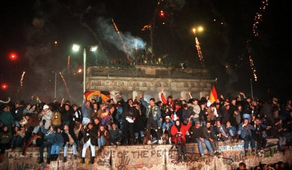 Tembok Berlin Runtuh