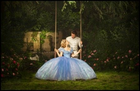Lilly James y Richard Madden en Cenicienta (Kenneth Brannagh, 2015)